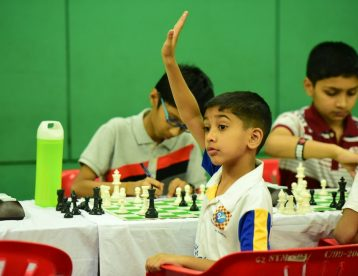 chess player calling arbiter to inform
