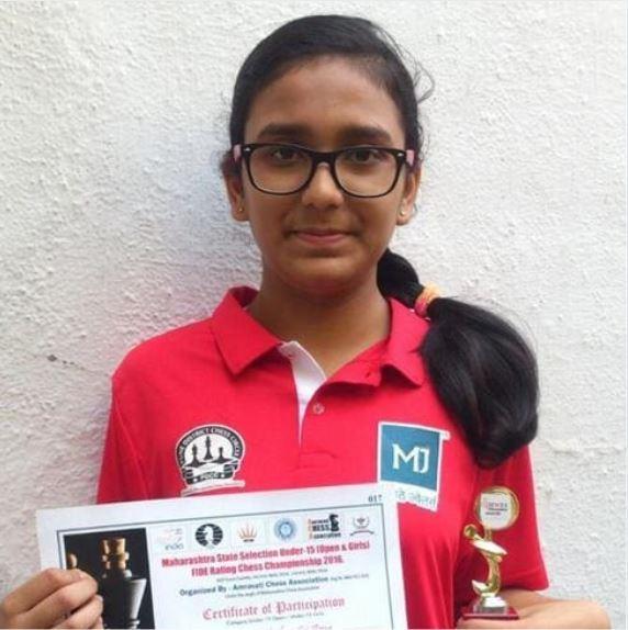 Saiarya Katkar holding trophy and certificate of chess tounament